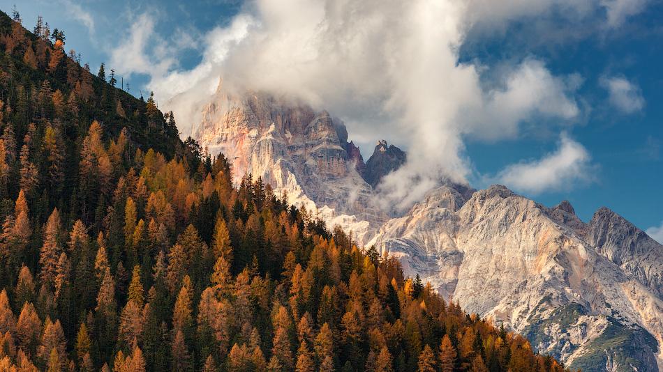 Золотая осень в Доломитовых Альпах.